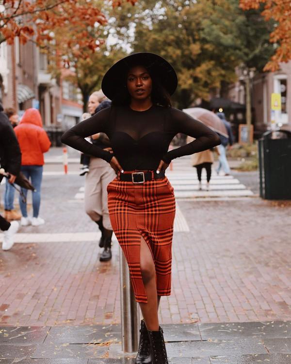 skirt midi skirt plaid skirt ankle boots black top hat