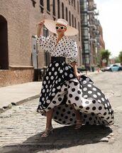 top,white top,polka dots,crop tops,jacquemus,maxi skirt,black skirt,white sandals,felt hat