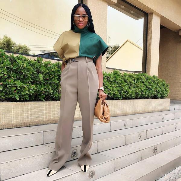 pants high waisted pants pleated pumps brown bag blouse turtleneck
