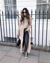 coat,trench coat,long coat,black sneakers,black jeans,skinny jeans,black bag,white top,na-kd