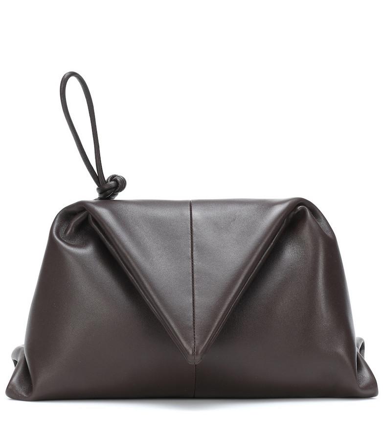 Bottega Veneta Envelope Small leather clutch in brown