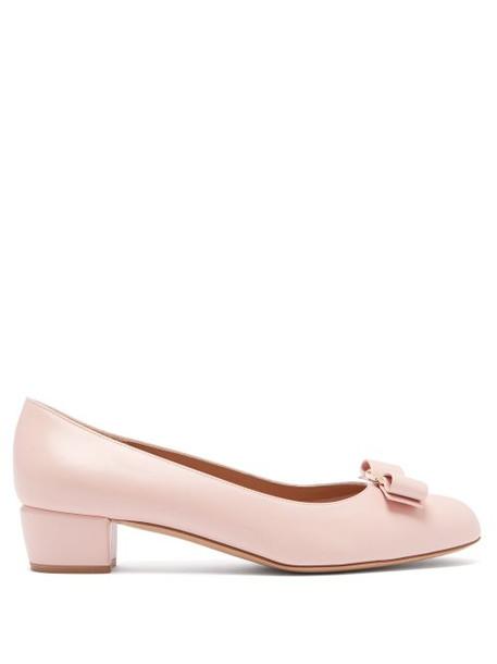 Salvatore Ferragamo - Vara Leather Pumps - Womens - Light Pink