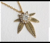 jewels,weed girl,weed,feuilles de cannabis,cannabis necklace,chain,weed jewelry,weed necklace,marijuana,gold,rhinestones,diamonds,jewelry,necklace,collar,weed leaf necklace
