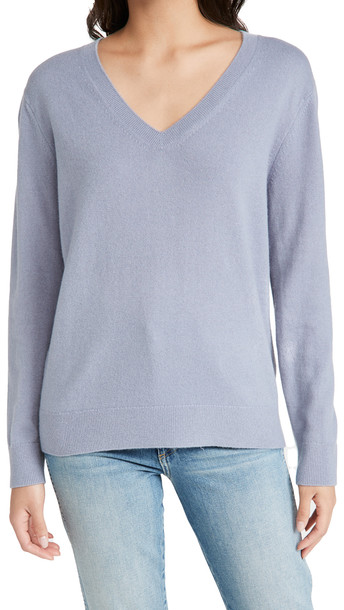 Vince Weekend V Neck Cashmere Sweater in blue