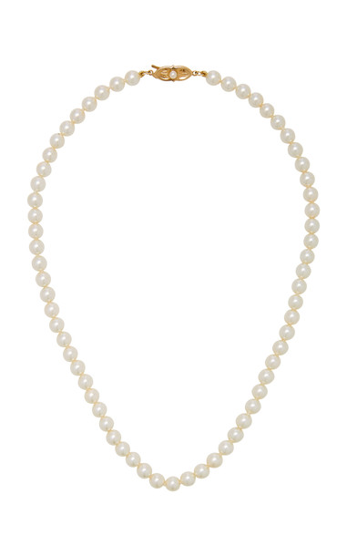 Timeless Pearly Pearl Necklace in white