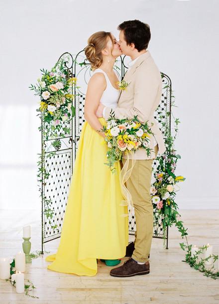 green wedding shoes blogger skirt dress