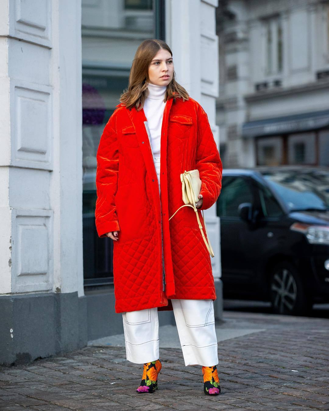 Pescador Ataque de nervios entidad  shoes, sock boots, balenciaga, floral, wide-leg pants, white pants, red  coat, white turtleneck top, crossbody bag, oversized coat - Wheretoget
