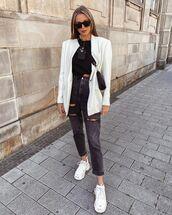 jeans,black jeans,ripped jeans,sneakers,white blazer,black t-shirt,black bag