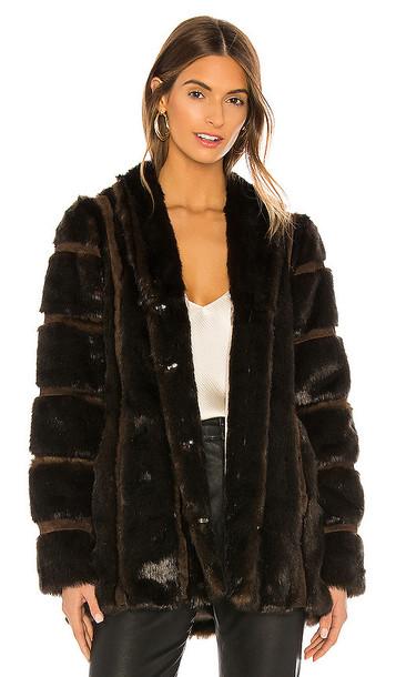 HEARTLOOM Tori Faux Fur Coat in Brown