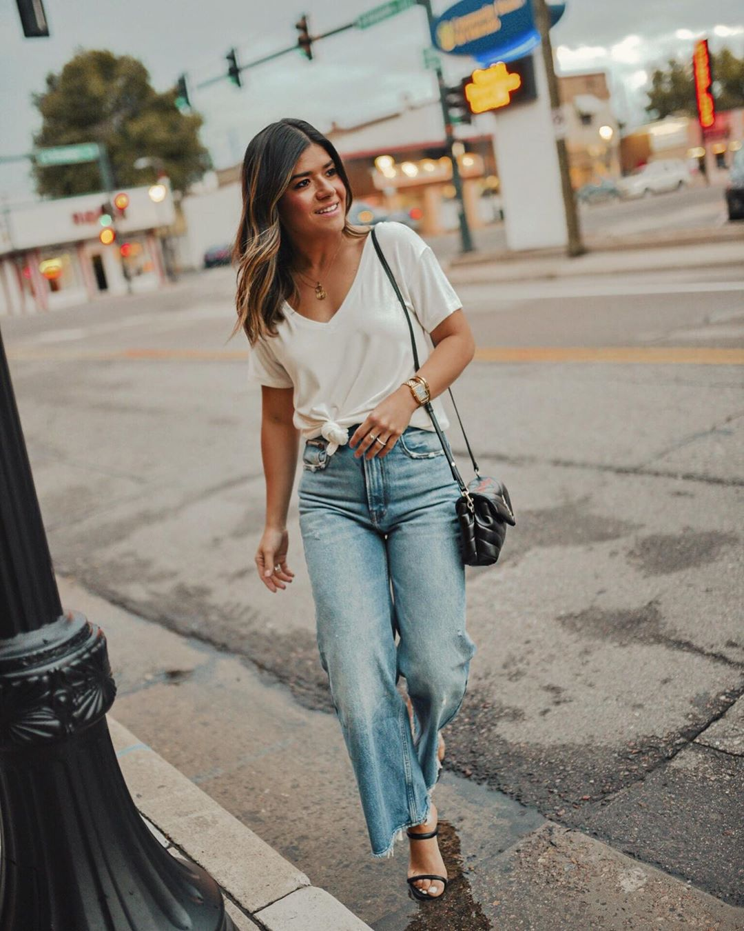 jeans high waisted jeans wide-leg pants cropped jeans black sandals white t-shirt black bag