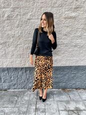 mrscasual,blogger,skirt,gloves,sweater,shoes,leopard skirt,spring outfits