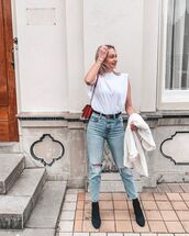 top,white t-shirt,ripped jeans,high waisted jeans,black boots,crossbody bag,white blazer