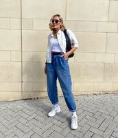 jeans,high waisted jeans,white sneakers,socks,white shirt,black bag