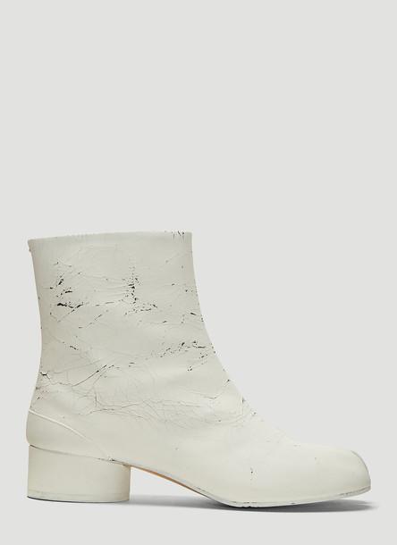 Maison Margiela Cracked Paint Tabi Ankle Boots in White size EU - 40