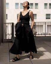 skirt,maxi skirt,black skirt,black top,black sandals,black jacket,bag