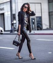 pants,leather leggings,vinyl,black leggings,pumps,black bag,black blazer,black t-shirt