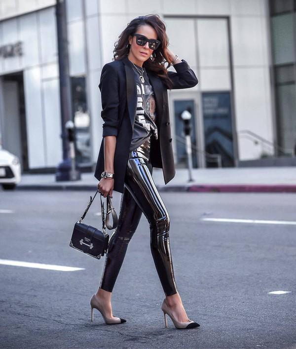 pants leather leggings vinyl black leggings pumps black bag black blazer black t-shirt