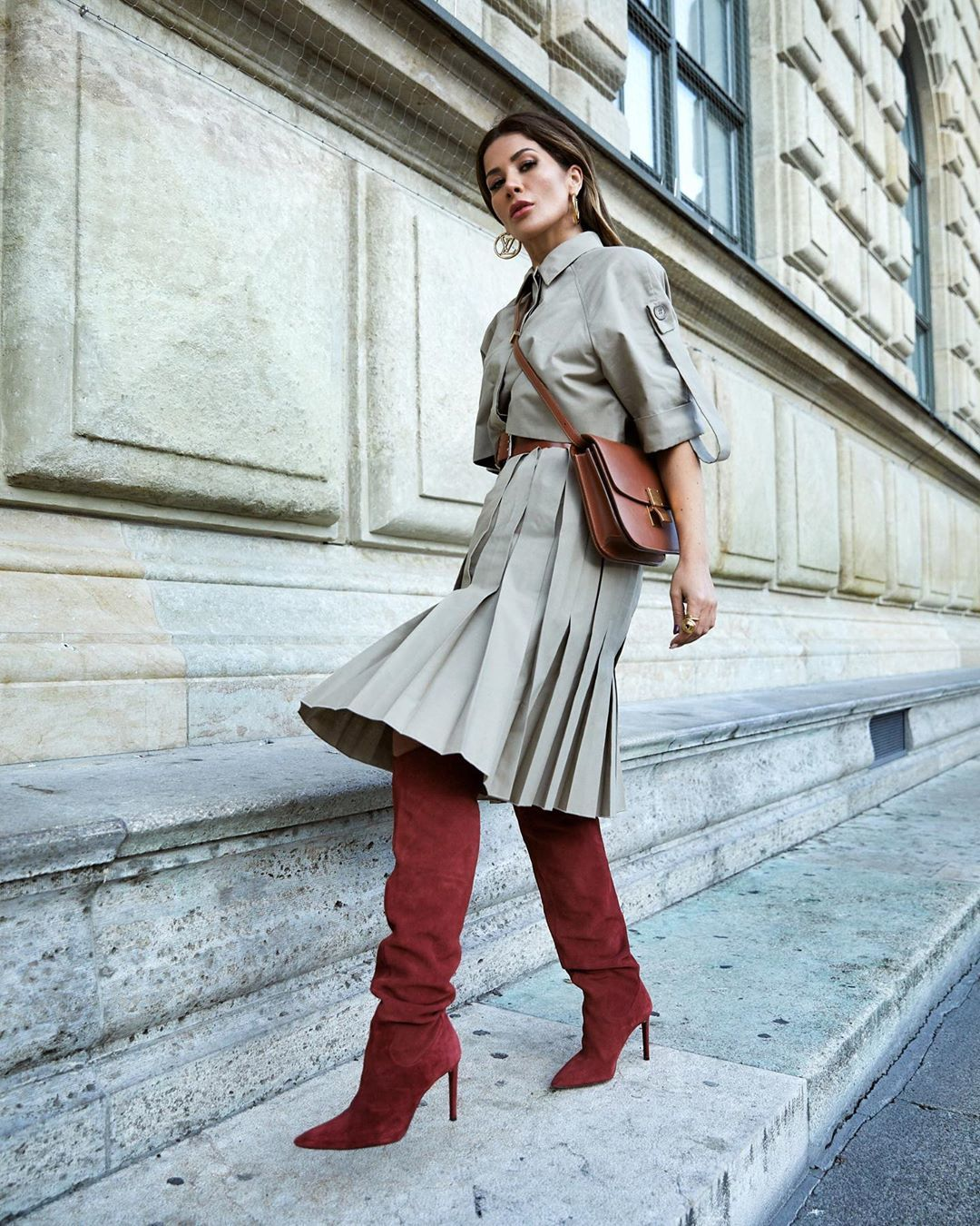 shoes knee high boots red boots zara midi skirt pleated skirt cropped shirt crossbody bag
