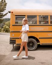 top,white t-shirt,High waisted shorts,white sneakers