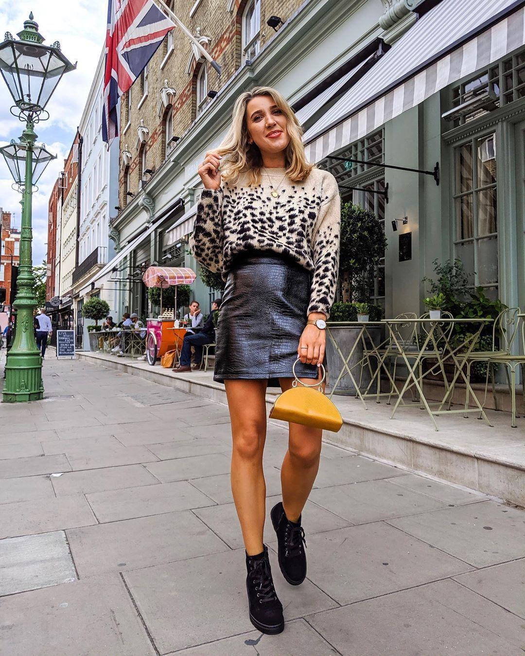 sweater knitted sweater snake print black boots ankle boots mini skirt black skirt black leather skirt handbag