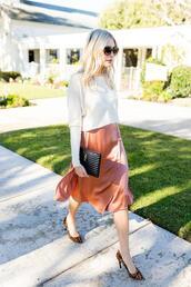 modern ensemble,blogger,sweater,skirt,shoes,bag,sunglasses,midi skirt,pumps,spring outfits