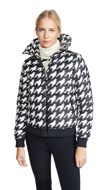 Perfect Moment Queenie Jacket in black / white