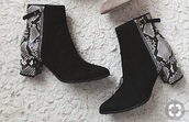 shoes,boots,booties,heels,snake print,black boots