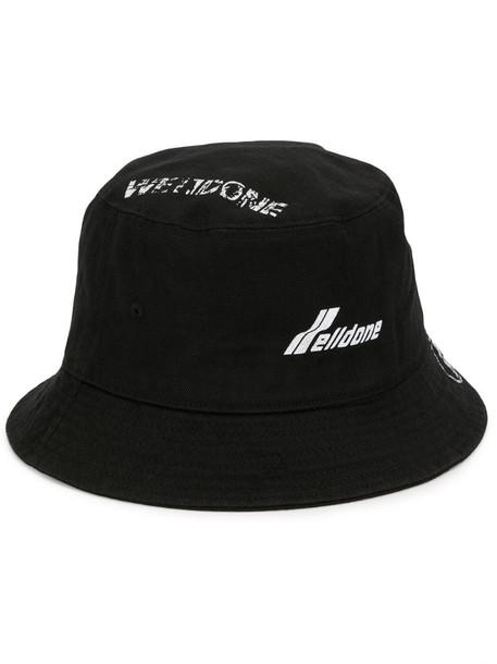 We11done logo printed bucket hat in black