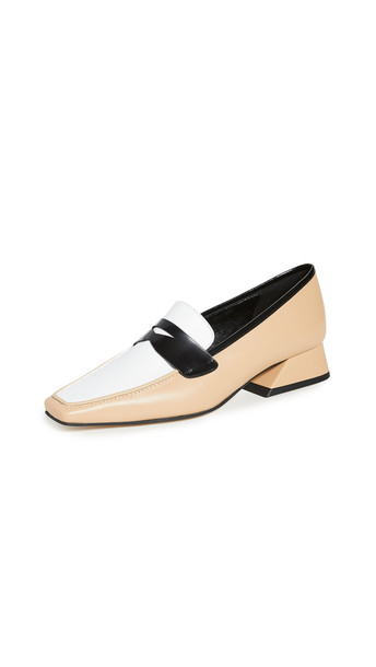Yuul Yie Ivy Loafers in white / beige