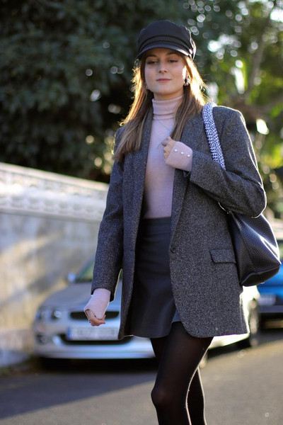 marilyn'scloset blogger shorts jacket shoes bag hat jewels t-shirt winter outfits blazer fisherman cap mini skirt