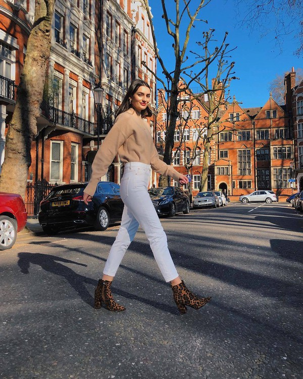 shoes ankle boots leopard print high waisted jeans white jeans oversized sweater