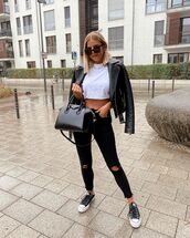 jeans,black jeans,ripped jeans,sneakers,black leather jacket,white t-shirt,cropped t-shirt,black bag