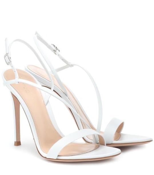 Gianvito Rossi Manhattan leather sandals in white