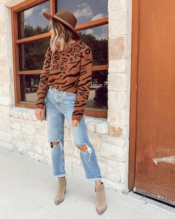 sweater leopard print ripped jeans straight jeans ankle boots crossbody bag hat