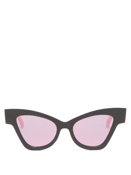 Le Specs - Hourglass Cat-eye Recycled Sunglasses - Womens - Black Pink