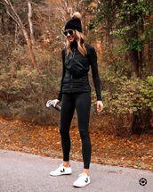 pants,black leggings,black jacket,white sneakers,beanie