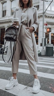 pants,stone,grey coat,grey,grey sneakers