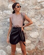 skirt,black skirt,wrap skirt,tank top,black bag