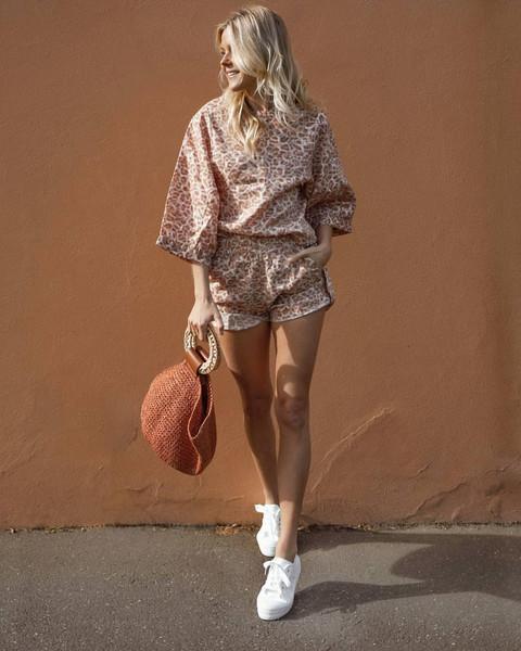 shoes top bag shorts