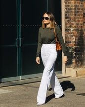 jeans,flare jeans,white jeans,high waisted jeans,pumps,sweater,brown bag,shoulder bag