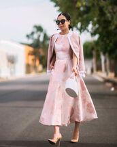 dress,midi dress,floral dress,pink dress,sleeveless dress,pumps,white bag,pink jacket