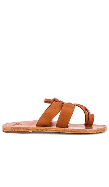 Beek Kokako Sandal in Cognac in tan