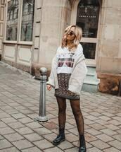 skirt,mini skirt,black boots,DrMartens,tights,white t-shirt,knitted cardigan
