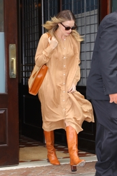 shoes,camel,midi dress,fall outfits,fall colors,margot robbie,celebrity