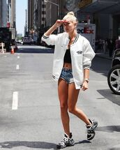 shorts,denim shorts,white jacket,sneakers,black top
