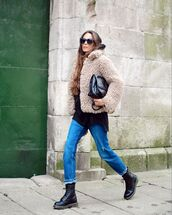 shoes,DrMartens,black boots,straight jeans,teddy jacket,black top,black bag,black sunglasses,streetstyle