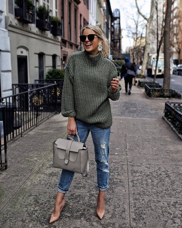sweater oversized sweater green sweater ripped jeans boyfriend jeans pumps shoulder bag