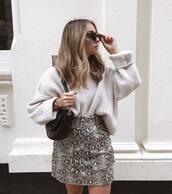 sweater,white sweater,oversized sweater,mini skirt,snake print,black bag,shoulder bag