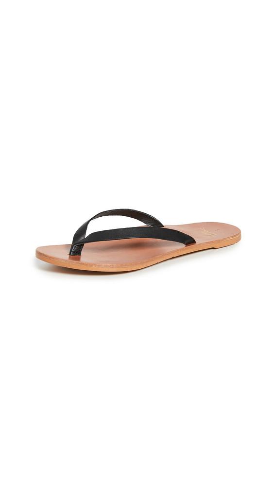 beek Seabird Thong Sandals in black / tan