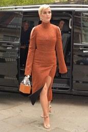 skirt,brown,celebrity,katy perry,midi skirt,slit skirt,sandals,turtleneck,sweater